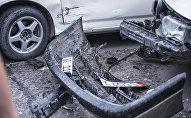 На центральной площади Ала-Тоо в Бишкеке автомашина марки Subaru Forester протаранила припаркованные автомобили