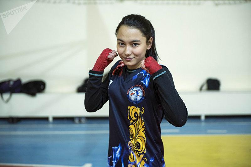 Чемпион мира по бирманскому боксу, победитель ЧА по кикбоксу, чемпион Кыргызстана по тайбоксу Михринса Ниязова во время тренировок