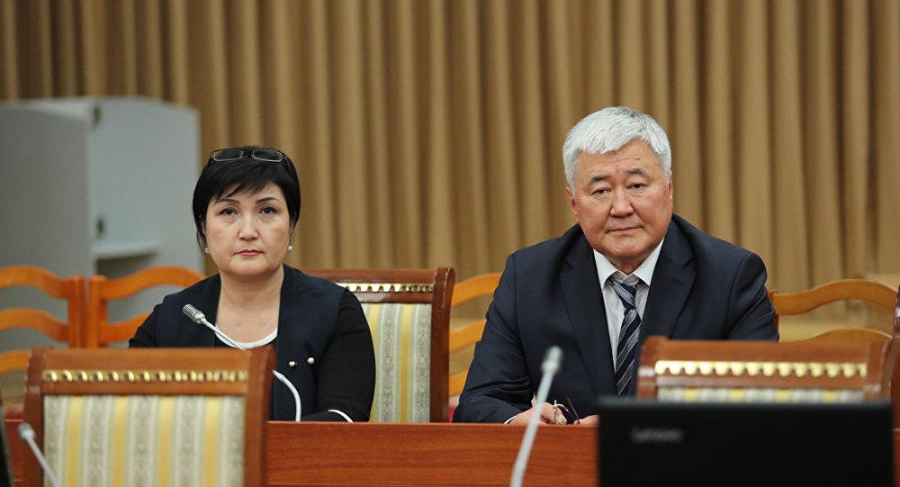 Жогорку Кеңеш пленардык жыйында Жогорку соттун судьядыгына беш талапкердин ичинен экөөнү бекитти