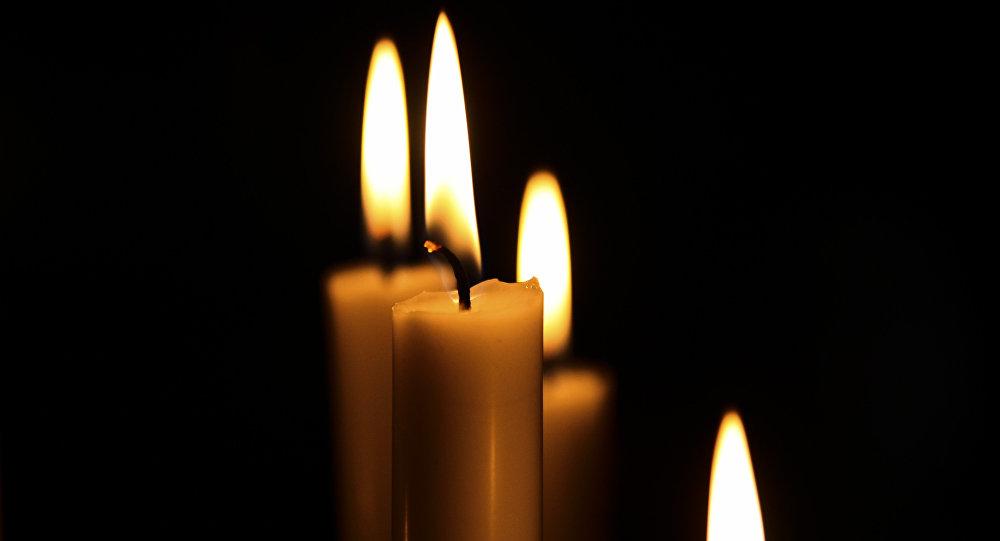 Горящая свеча. Архивное фото