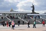 Вид на мемориал Родина-мать с площади перед стадионом Волгоград Арена