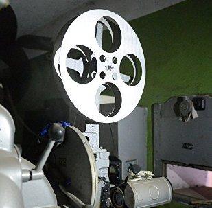 Бобина с кинопленкой в кинотеатре. Архивное фото