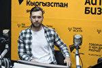 Шоумен Вячеслав Мантусов во время беседы на радио Sputnik Кыргызстан