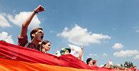 ЛГБТ-коомчулугунун митинги. Архивдик сүрөт