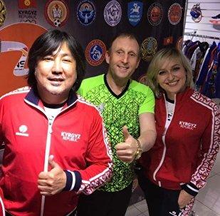 Кыргызстанские музыканты Адиль Чекилов и Толон Турсуналиев будут участвовать в чемпионате мира по футболу среди артистов