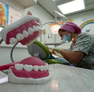 Стоматолог. Архивдик сүрөт
