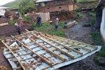 Последствия сильного ветра в селе Жаны-Талаа Кара-Кулжинского района