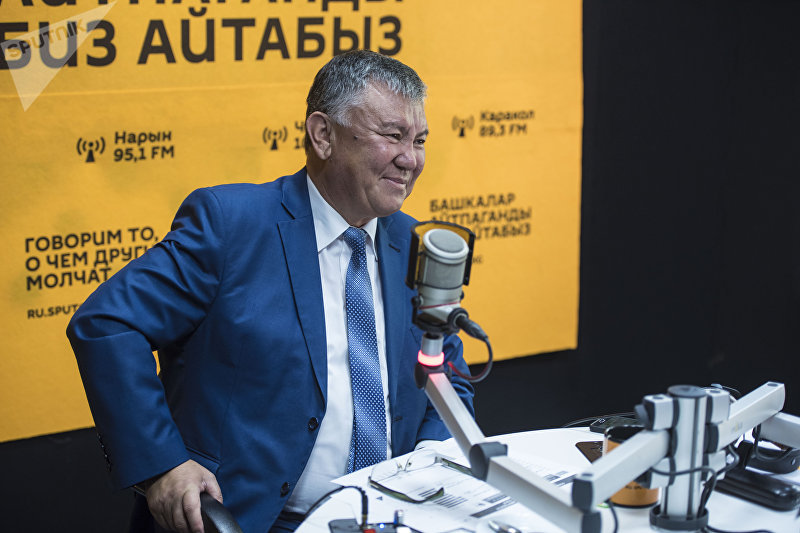 Директор Национального центра онкологии и гематологии Эрнис Тилеков во время интервью корреспонденту Sputnik Кыргызстан