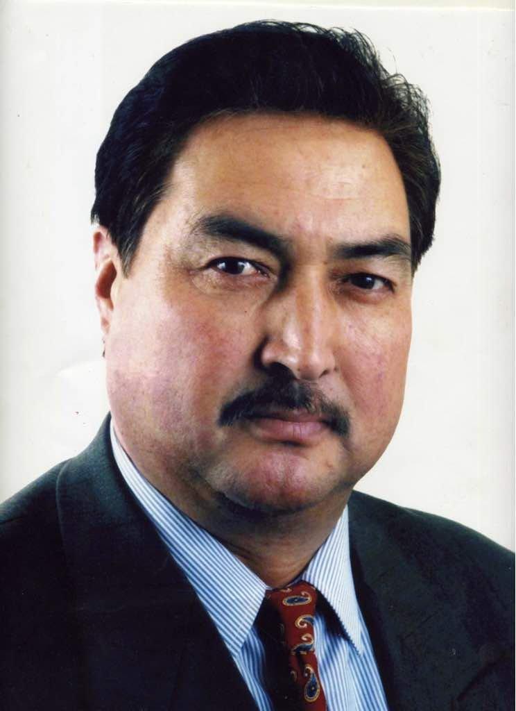 Известный политик Бекмамат Осмонов во время фотосета