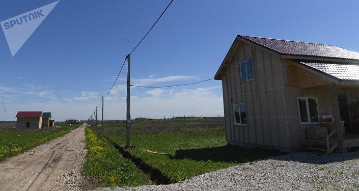 Тула облусунун Заокский районуна барып, аталган жерде курулуп жаткан кыргыз айылы