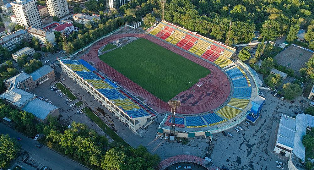 Бишкектеги Дөлөн Өмүрзаков атындагы стадион. Архивдик сүрөт