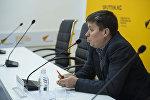 Продюсер радио Sputnik Кыргызстан Вадим Осадченко провел мастер-класс для студентов и журналистов, посвященный специфике работы на радио, а также жанру радиоинтервью.