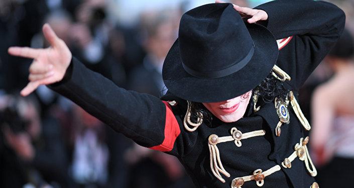 Форма Майкла Джексона. Архивдик сүрөт