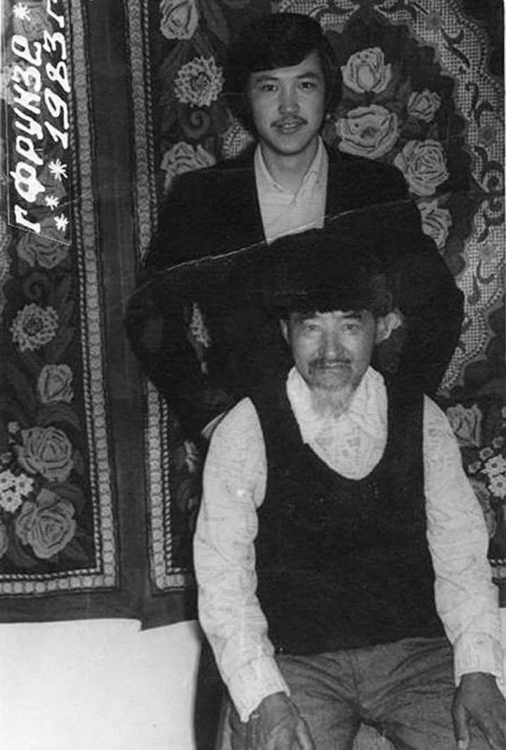 Певец, народный артист Керим Турапов с отцом