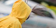 У женщины трепетают волосы на ветру. Архивное фото