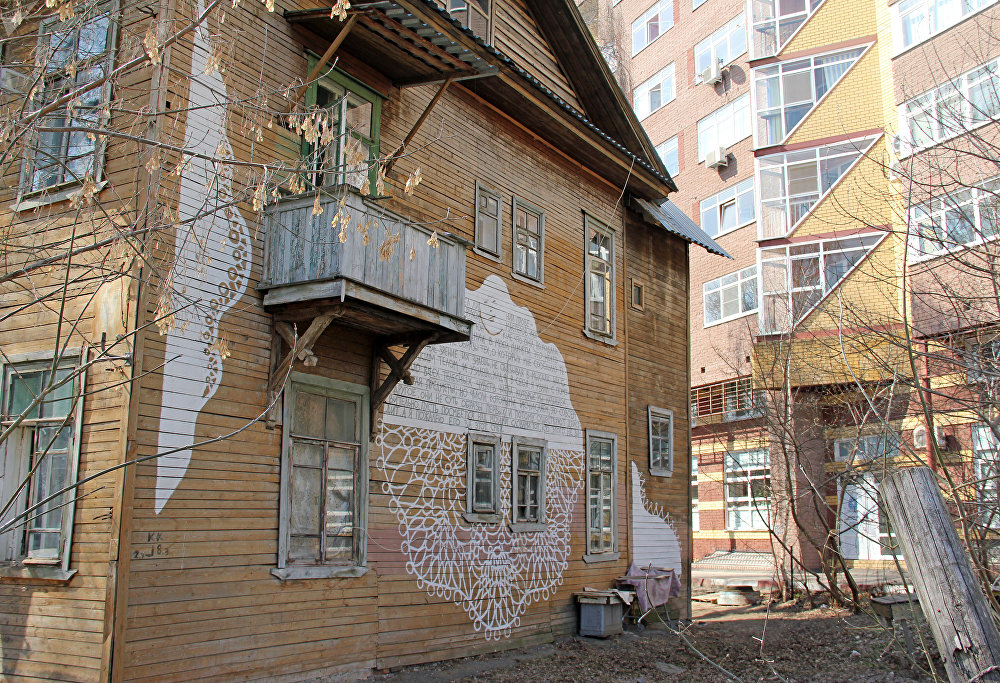 Произведение стрит-арта  на жилом здании в исторической части Нижнего Новгорода