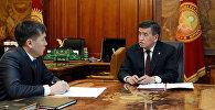 Архивное фото президента КР Сооронбая Жээнбекова и председателя Государственного комитета национальной безопасности Кыргызстана Идриса Кадыркулова