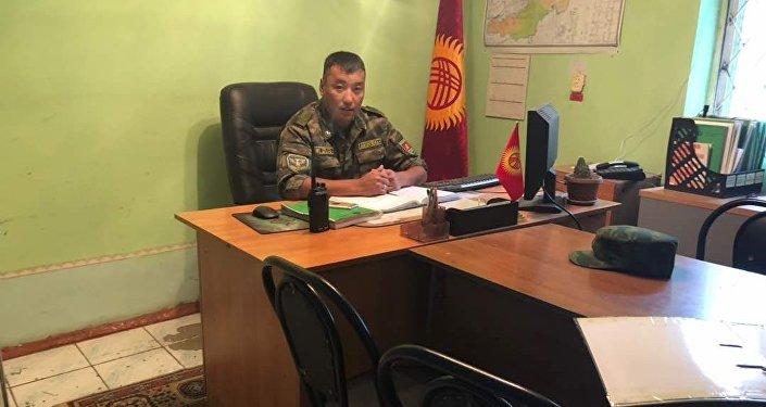 Ош облусундагы Ак-Буура чек ара заставасын жетектеген 30 жаштагы капитан Элдияр Орозов