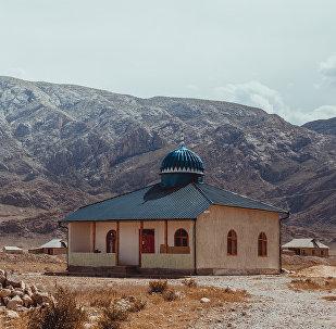 Мечеть в селе Ак-Татыр Баткенской области