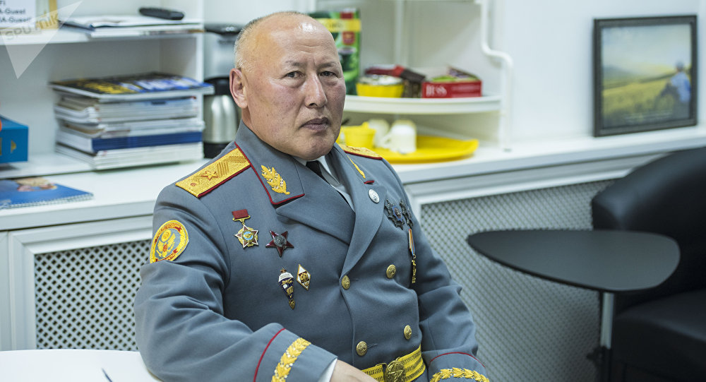 Генералдык штабдын экс-начальниги, запастагы генерал-майор Асанбек Алымкожоев. Архивдик сүрөт