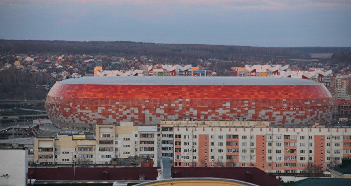 Вид на стадион Мордовия Арена со обзорной площадки на центральной площади Саранска