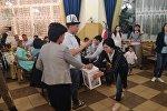 Москвада иштеп жүргөн кыргызстандык активисттер жарамазан айтып чогулган каражатты кайрымдуулукка жумшады.