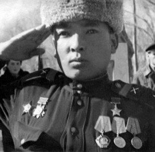 Советтер Союзунун Баатыры, генерал-майор Дайыр Асанов