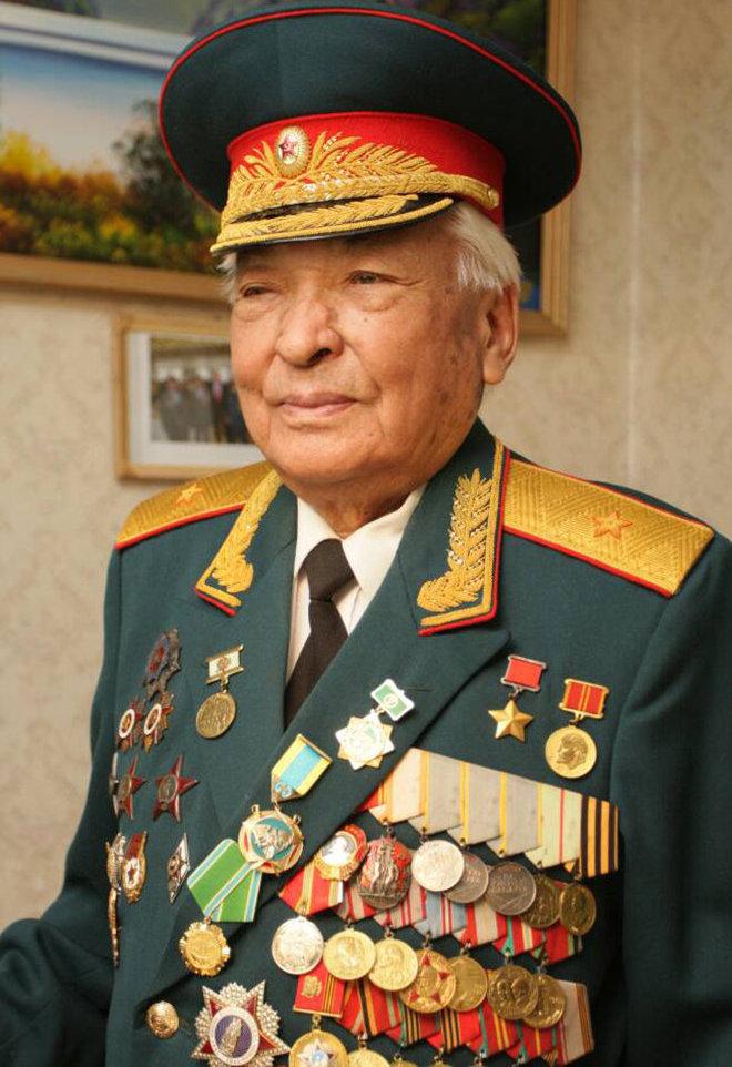 Герой Советского Союза, генерал-майор Дайыр Асанов