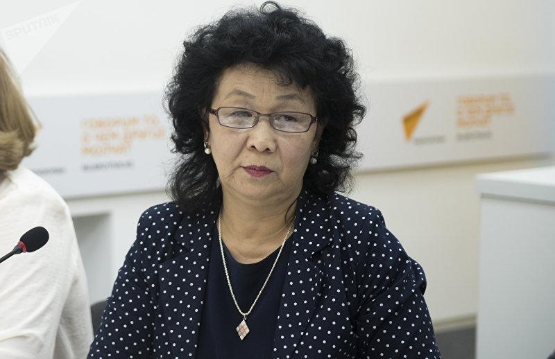 Эксперт по питанию Турсун Мамырбаева во время круглого стола в мультимедийном пресс-центре Sputnik Кыргызстан