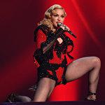 Певица Мадонна во время выступления в Лос-Анджелесе