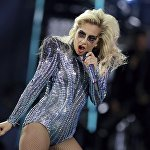 Американская певица и актриса Леди Гага во время суперфинала NFL Super Bowl в Хьюстоне