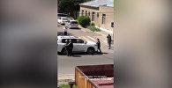 Бишкекте айдоочу маңдайындагы инспекторду бир нече метрге жөөлөдү. Видео