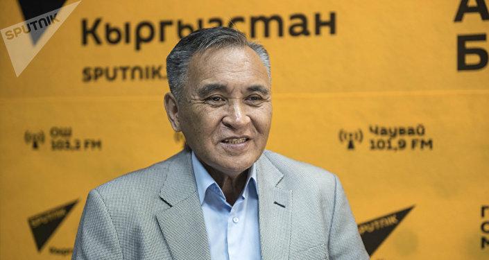Кыргыз Республикасынын эл артисти, төкмө акын Замирбек Үсөнбаев