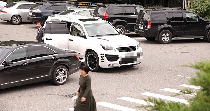 На каких машинах ездят депутаты Жогорку Кенеша — видео