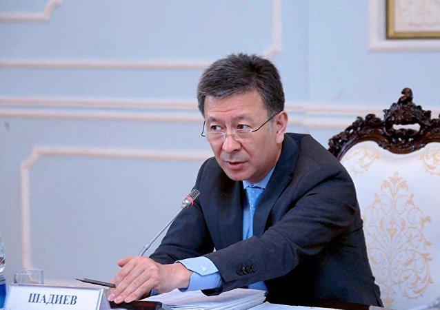 Мурунку биринчи вице-премьер Аскарбек Шадиевдин архивдик сүрөтү