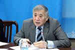 Бывший депутат Жогорку Кенеша от фракции Ата Мекен Ташполот Балтабаев во время заседания. Архивное фото