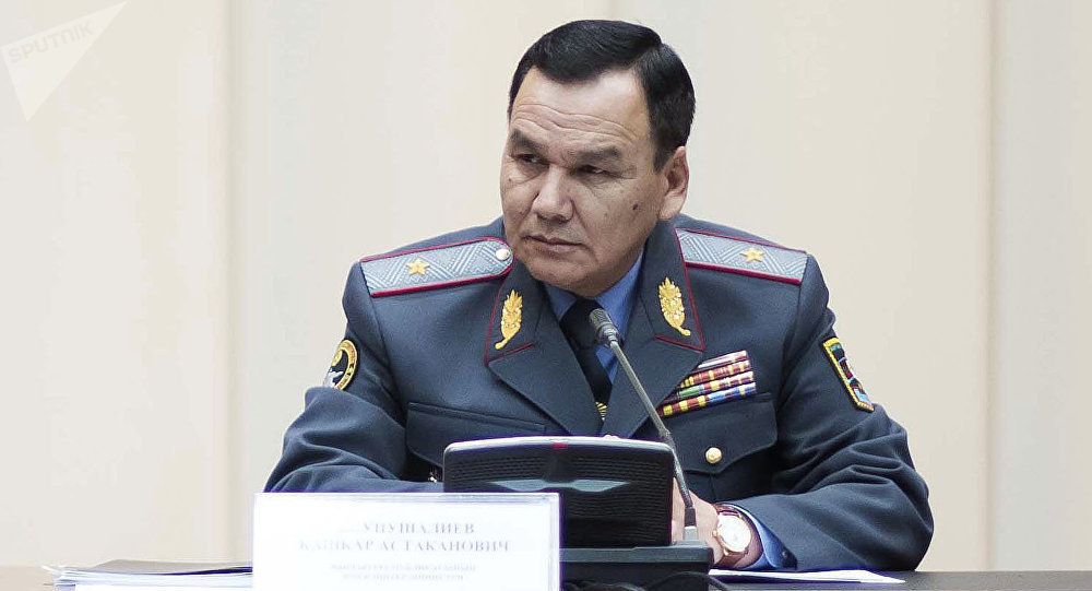 Ички иштер министри Кашкар Жунушалиев. Архивдик сүрөт