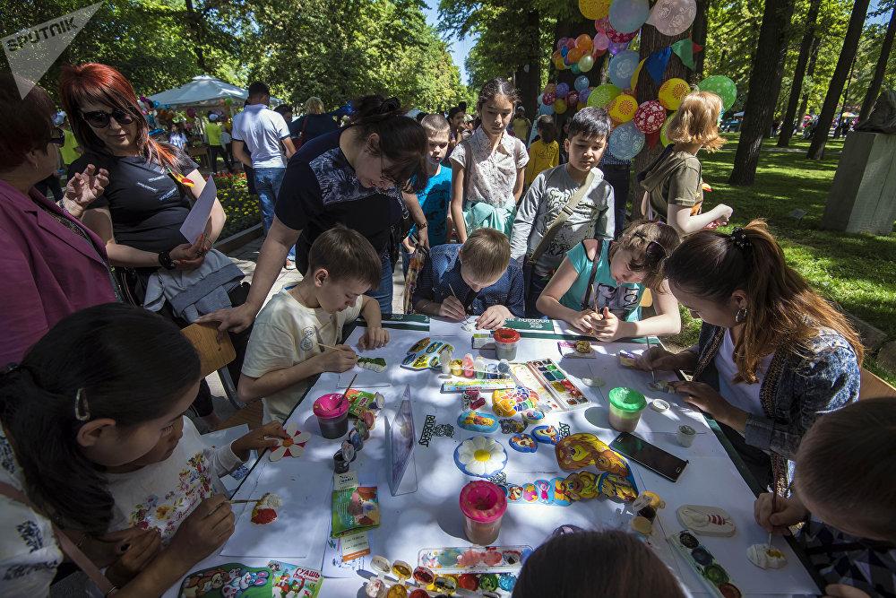 Бишкектеги Эмен багында (Курманжан датканын эстелигинин алдында) балдардын катышуусу менен Баластан аттуу маданий иш-чара өттү