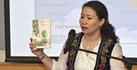 Кыргызстанка Акылай Байматова издала эпос Манас на английском языке в версии известного отечественного писателя Мара Байджиева