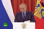 Путин дважды прервал речь из-за плачущего ребенка. Видео