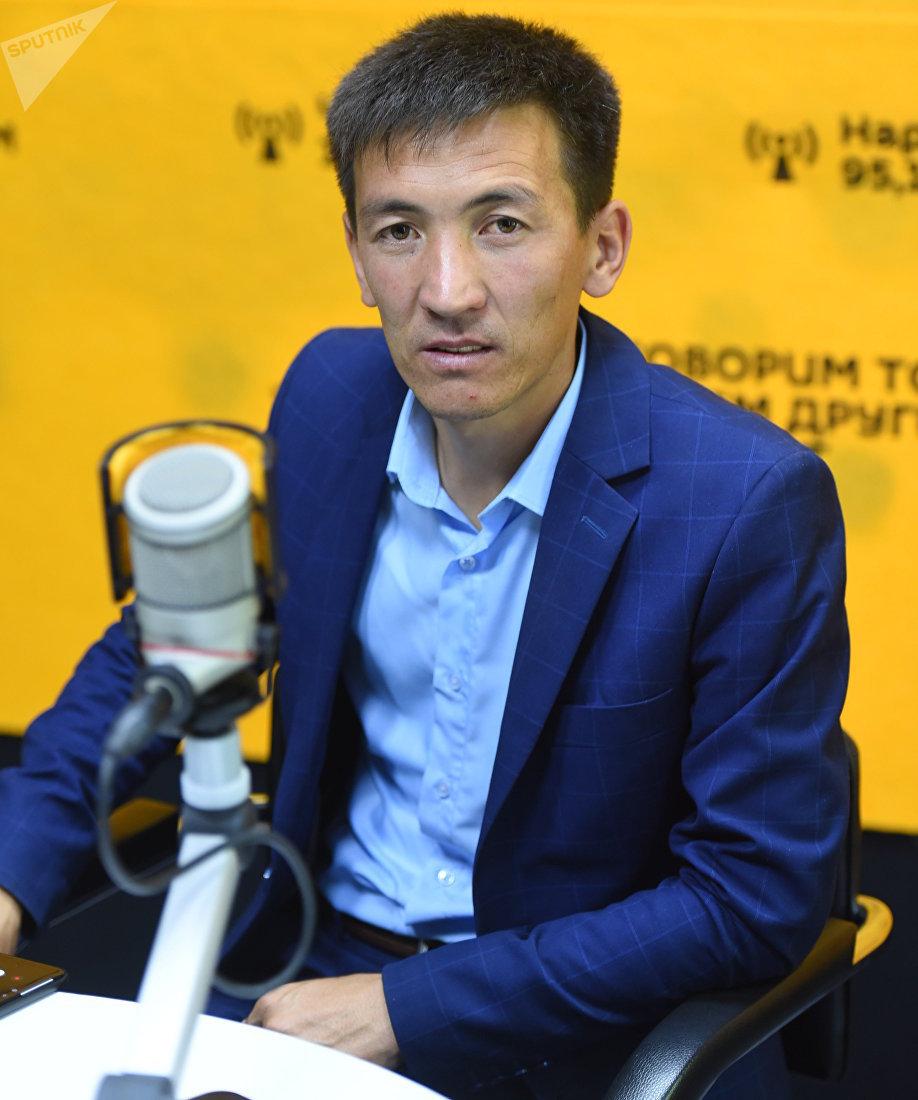 Организатор общественного фонда Кайрымдуу бол!, предприниматель Азамат Байматов во время интервью корреспонденту Sputnik Кыргызстан