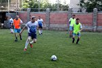 Жогорку Кеңештин депутаттары Казакстандын Кыргызстандагы элчилигинин кызматкерлери менен футбол ойноп, дипломаттардан жеңилип калды
