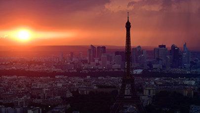 Парижде күндүн батышы. Архив