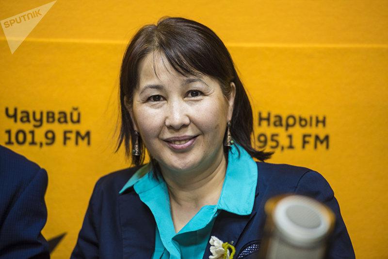 Директор ОФ Таалим форум Айгуль Осмонова во время интервью корреспонденту Sputnik Кыргызстан