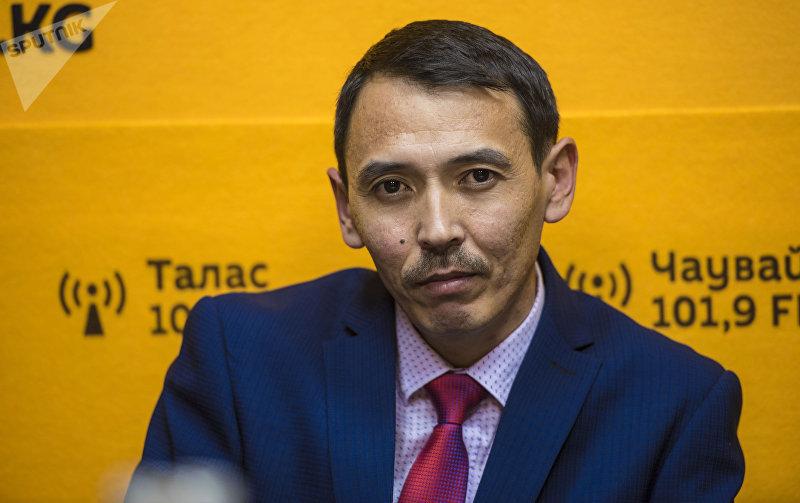 Учитель физики и информатики Касымбек Жусуналиев во время интервью корреспонденту Sputnik Кыргызстан