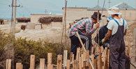 Чек арага жакын Максат айылынын жашоочулары. Архивдик сүрөт