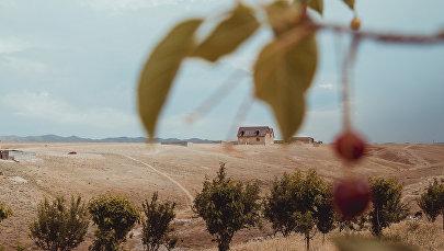 Жилые дома в приграничном с Таджикистаном селе Максат Лейлекского района Баткенской области. Архивное фото
