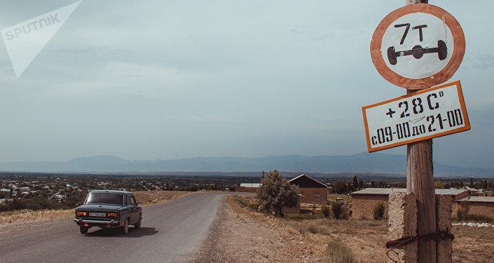 Приграничное село Максат Лейлекского района Баткенской области