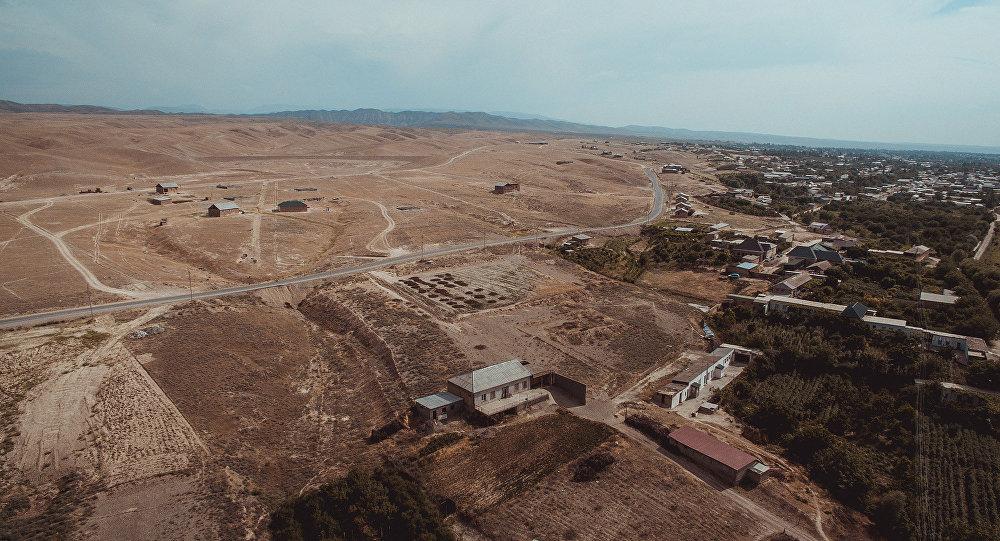 Тажикстандын чек арасында жайгашкан Максат айылы. Архивдик сүрөт