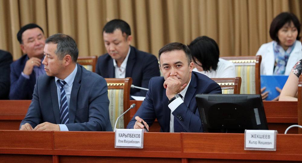 КТРКнын байкоочу кеңешинин отчету каралып жаткан учурда каналдын директору Илим Карыпбеков
